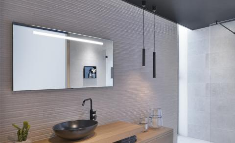 Uitgelichte badkamertrend: loshangende verlichting