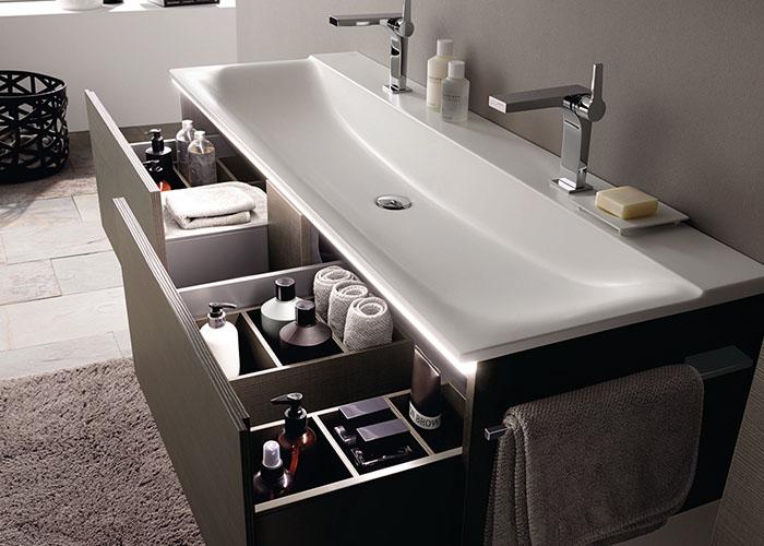 Een geordende badkamer met ladeverdelers inspiratie saniweb